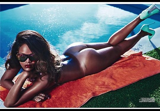 Rihanna-posa-desnuda-topless-lui-magazine-the-medizine-foto-5.png?width=540&height=376&matte=true&matteColor=black&quality=0.91